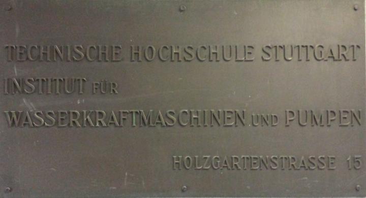 Originaltafel des Instituts in der Holzgartenstraße 15.